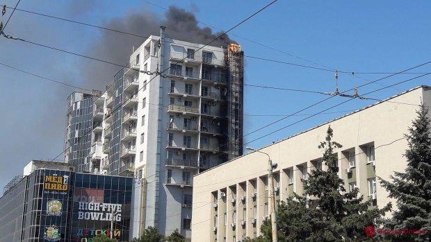 В Киеве вспыхнула многоэтажка, адский дым унес жизни двух малышей: жуткое видео