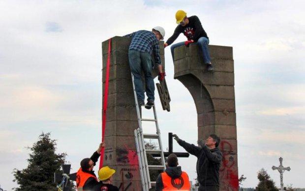 Польща змусила істориків битись головою об стіну