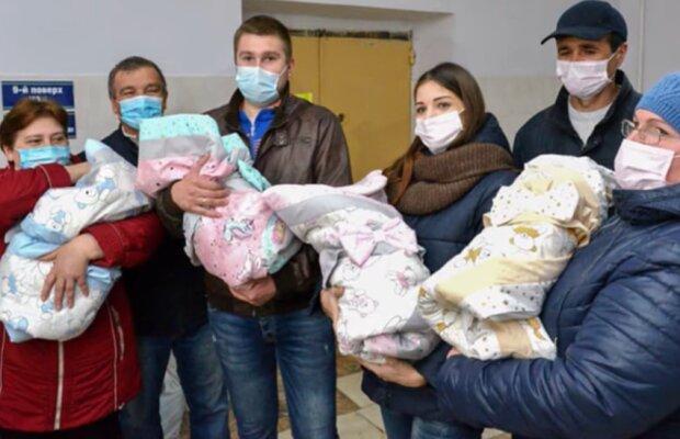 """Украинка родила четырех девочек, вся больница пьет шампанское: """"Держись, папочка"""""""