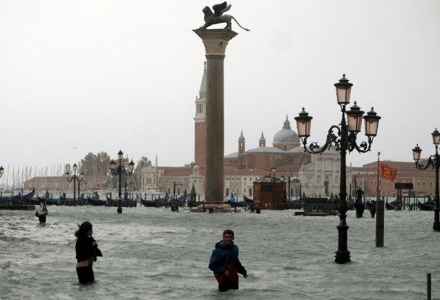 Негода в Італії: смертоносна вода суне на острови, порятунку немає, люди божеволіють від паніки