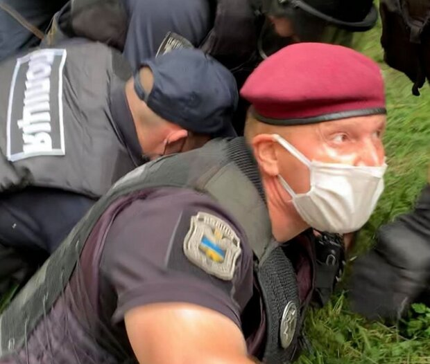 Поліцейський Михайло Панасенко