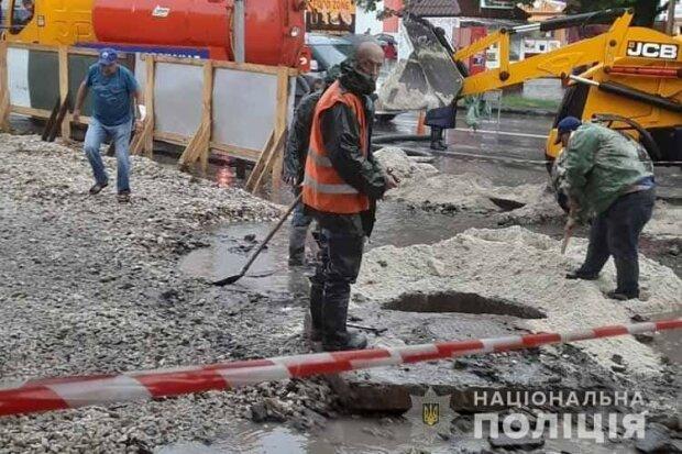 У Тернополі комунальники кинули відкритим портал у пекло - дитина ухнула під землю