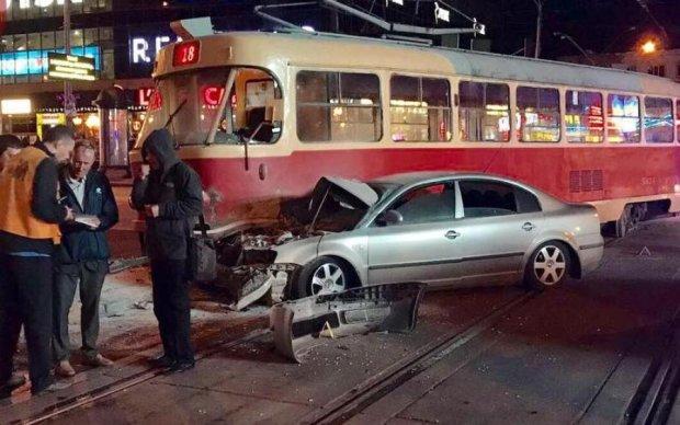 ДТП у Києві: нардеп протаранив трамвай
