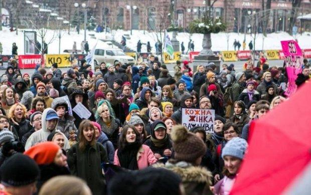 Міжнародні організації покарають радикалів, які напали на жіночий марш