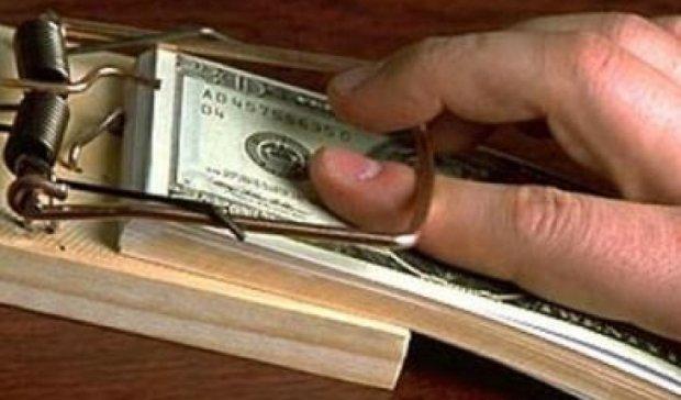 На Ровенщине секретаря приемной комиссии поймали на взятке в $1700