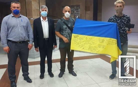"""Батько і син з Дніпра об'їхали країну по периметру за місяць - """"За кордоном був, А Україну і не бачив"""""""
