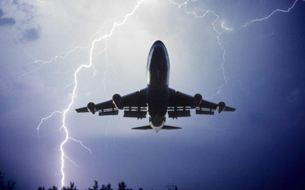 """В Питере молния """"подбила"""" сразу два самолета"""