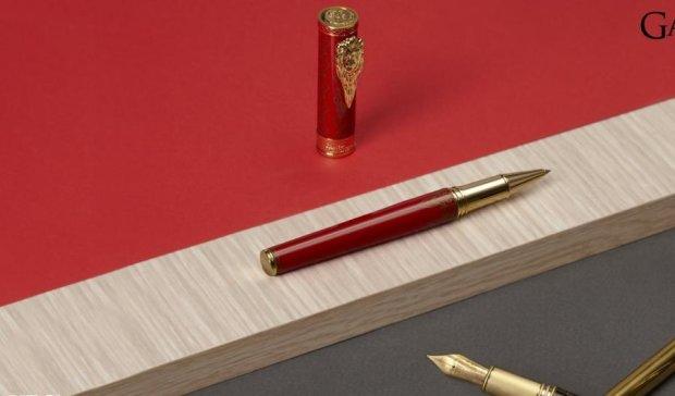 """Прихильників """"Гри престолів"""" порадують колекцією унікальних ручок"""