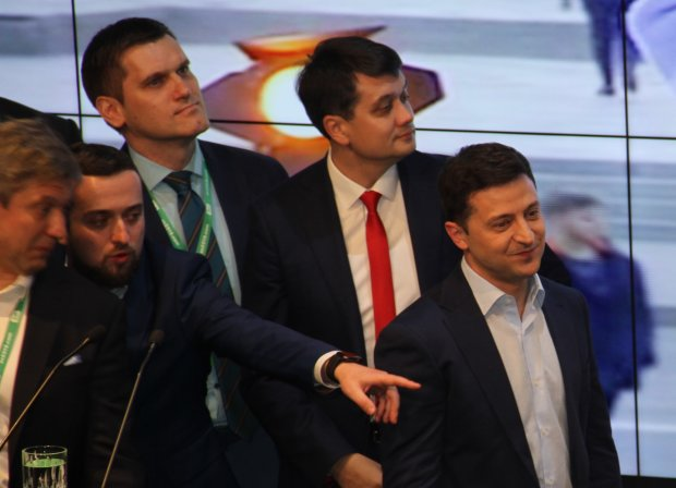 """Зеленский уличил ЦИК в обмане: """"Победа есть, прав нет"""""""