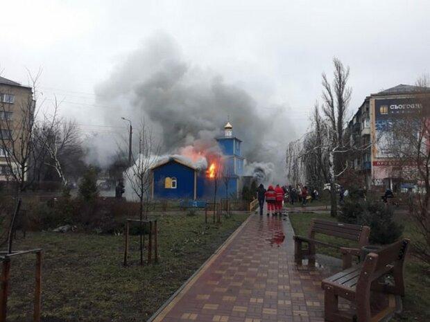 Согрешили? Адское пламя охватило киевскую церковь, спаслись только иконы