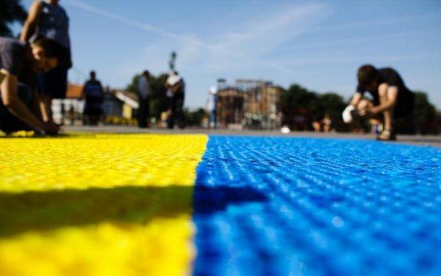 Братские народы: в Питере активиста избили за украинский флаг