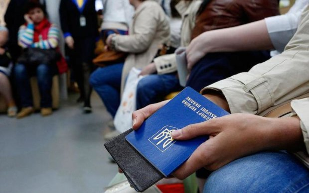 Отмена безвиза: власть заранее повесила на украинцев всех собак