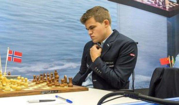 Чемпіон світу з шахів наосліп обіграв бізнесменів