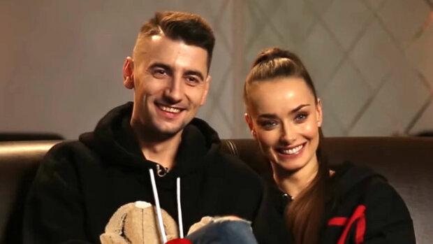 """Холостячка Мишина с Эллертом передали новогодний привет из Карпат: """"Любите друг друга!"""""""