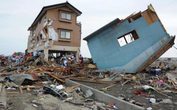 Крупнейшее за десятилетие землетрясение поставило на уши страну