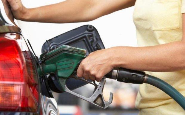 """Цены на топливо в июле: украинским водителям рассказали, """"радоваться"""" или """"плакать"""""""