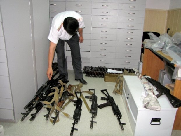 У Киргизії заборонили продаж зброї в школах