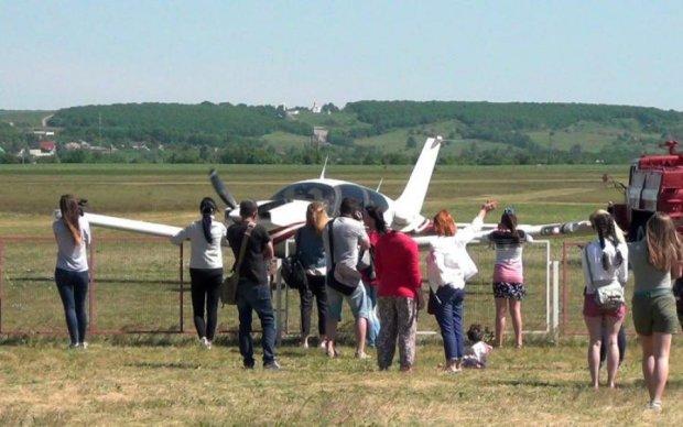 Видовищний фестиваль стартував на Харківщині: відео польотів