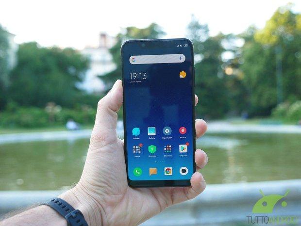 iPhone X на минималках: в сеть просочились фото нового смартфона от Xiaomi