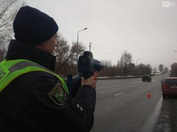 """Українським """"шумахерам"""" на замітку: патрульні почали користуватися радарами TruCam"""