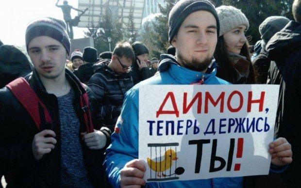 """Соцмережі висміяли """"чесні"""" мільярди Медведєва"""