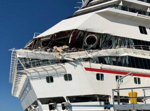 В порту круизный лайнер едва не повторил судьбу Титаника: видео столкновения