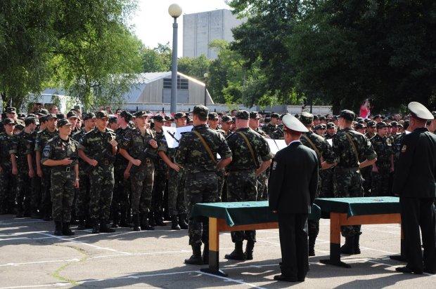 Хлопчик молодий: лейтенант обікрав рідну військову частину заради 400 тис грн