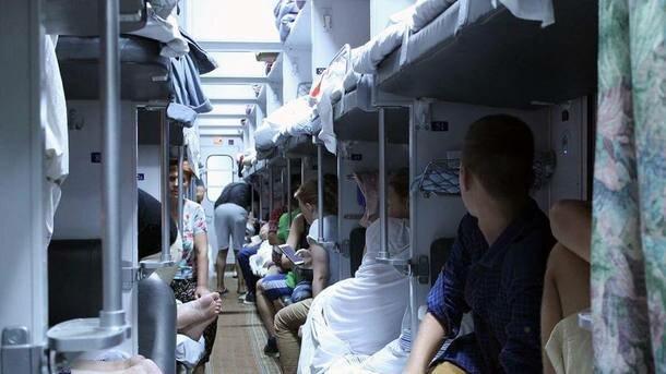 """В """"Укрзалізниці"""" знайшли спосіб боротьби зі старими та брудними туалетами у вагонах: """"Кульочки..."""""""