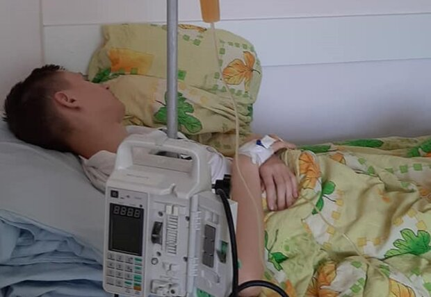 """Молодого украинца съедает агрессивный рак, мать молит о помощи: """"Помолитесь за мою кровиночку"""""""