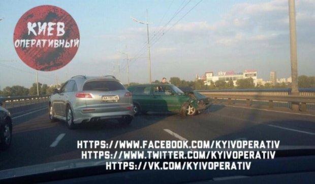 Масштабная авария парализовала Московский мост