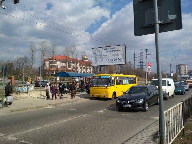 """У Львові маршрутник змусив дівчинку ковтати пил і сльози: """"Виходь, поговоримо"""""""