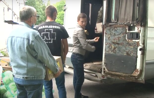 """Тернополяни везуть на Донбас дитячі малюнки, герої чекають: """"Дядечку, переможи Путіна"""""""