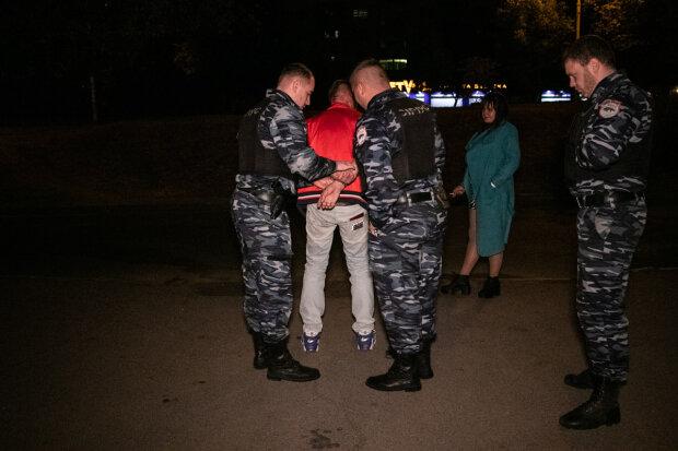Избил жену, схватился за нож: озверевший киевлянин устроил дебош в ресторане
