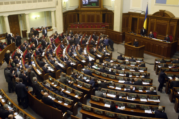В Верховную Раду пройдут шесть партий: лидируют Разумков, Гриценко и Вакарчук