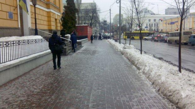 В Киеве объявлено погодное ЧП: смертоносная буря закроет украинцев дома