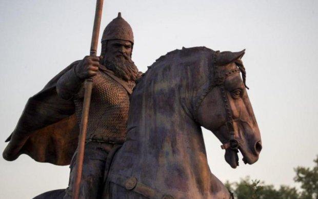 Вірастюк-Муромець: скандальний пам'ятник богатирю в Києві показали на відео