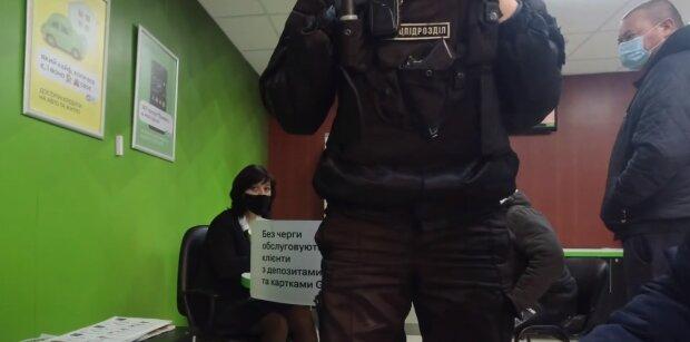Отделение ПриватБанка, скриншот: Youtube