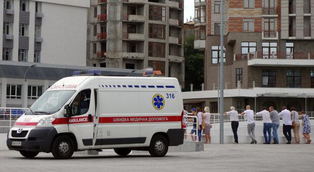 Юная днепрянка упала в шахту лифта, девочка на грани: крик о помощи родителей услышала вся Украина