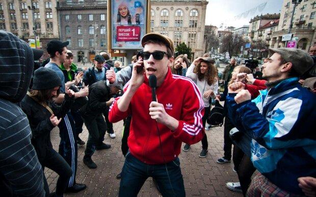 """Американський ентузіаст в Києві шукає гострих відчуттів: """"Де тут у вас гопники?"""", епічне відео"""