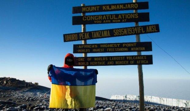 Руфер поднял флаг Украины на вулкан Кибо