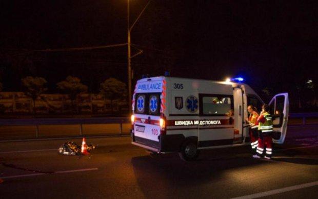Кровавый страйк: пешеход попал под колеса сразу двух легковушек