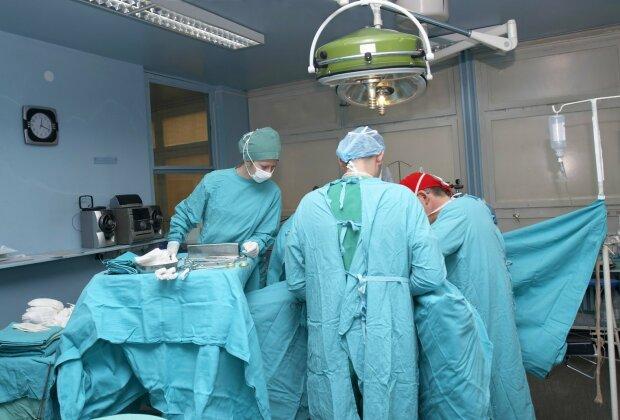 14 сантиметрів страждань: в шлунку дитини знайшли неймовірне, лікарі остовпіли від побаченого