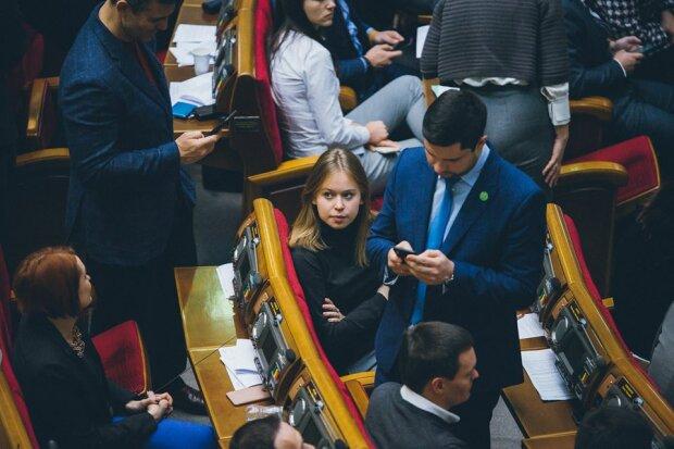 Головне за день неділі 8 грудня: Гройсман згадав про Зеленського, Милованов невдоволений зарплатою і Ротару в обіймах Кіркорова