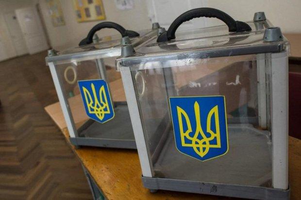 Холодна зброя та селфі: українцям нагадали, як вести себе на виборах