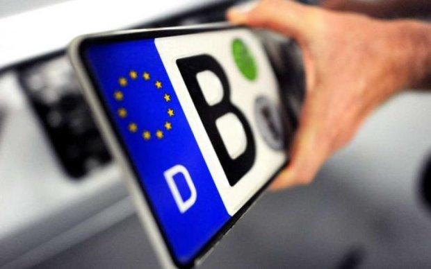 Авто на єврономерах: плюси та мінуси для водіїв