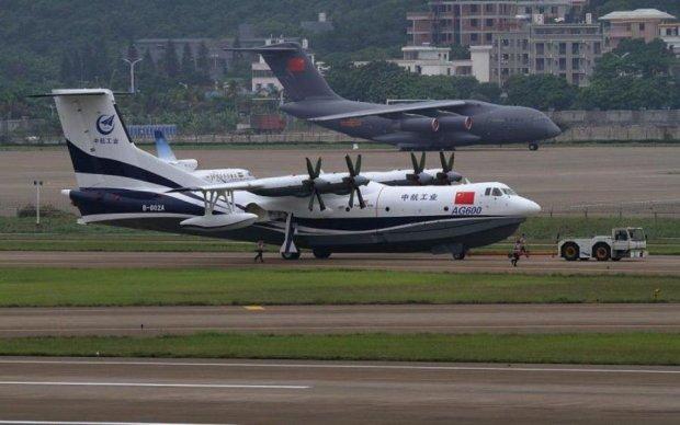 Крупнейший самолет покорил не только воздух, но и воду