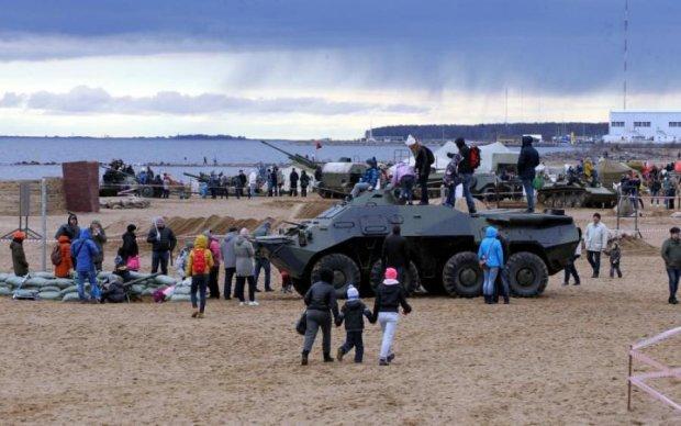 На російському фестивалі по відвідувачах пустили танк