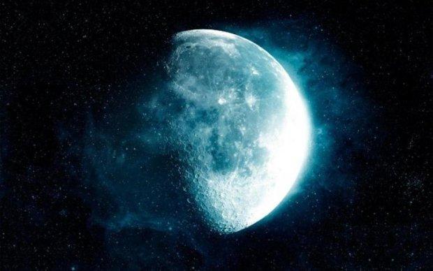 Місяць показав своє справжнє обличчя