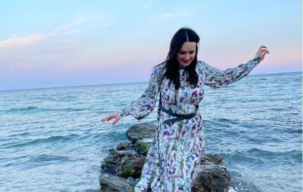 Розлучена Соломія Вітвіцька показала казкові вихідні: ступила чобітками на слизьке