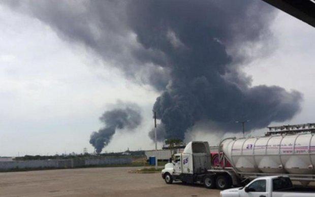 У Мексиці загорівся нафтопереробний завод: є постраждалі